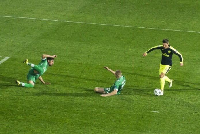 Mesut Özil maakt een goal tegen Ludogorets